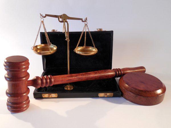 Potilaan ja asiakkaan hyvä hoito – esimiehen juridiset keinot laadun varmistamiseksi